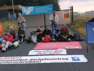 Blockade eines Tores am Fliegerhorst Büchel